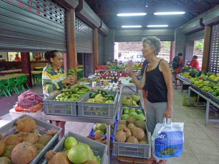 Buying fresh fruits and vegetables at the market next to Celine's place. There are always basic fruits and vegetables here, but Saturdays and Wednesdays are the days when the greatest variety of produce shows up. I've even seen tomatoes once.